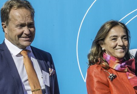 Carmen Vela, State Secretary for Research, Development, and Innovation at the Ministry of Economy, Development, and Competitiveness, Spain, with Lars Börjesson, ESS Council Chair at the ERIC Plate Ceremony in 2015. PHOTO: Roger Eriksson / ESS